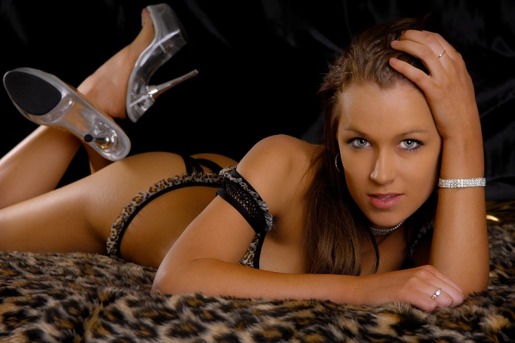 WA city girl who will strip